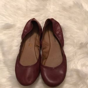 Lucky brand NWOT Emmie flats deep red/rust color